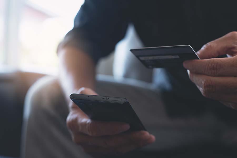 馬券の購入はネットでスマホ購入が主流となりつつある